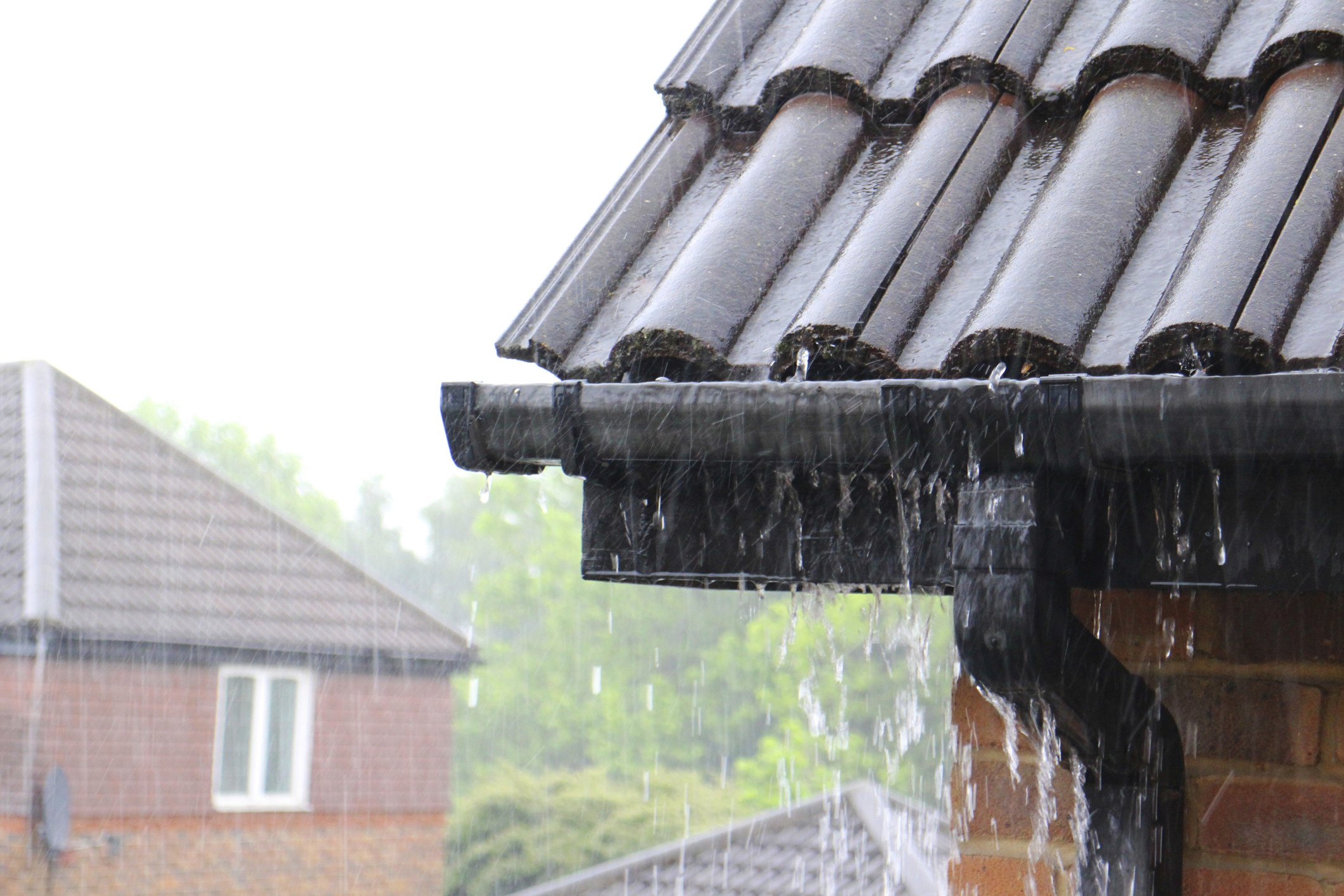 Fungsi Atap Melindungi Dari Hujan Pemborong Bangunan