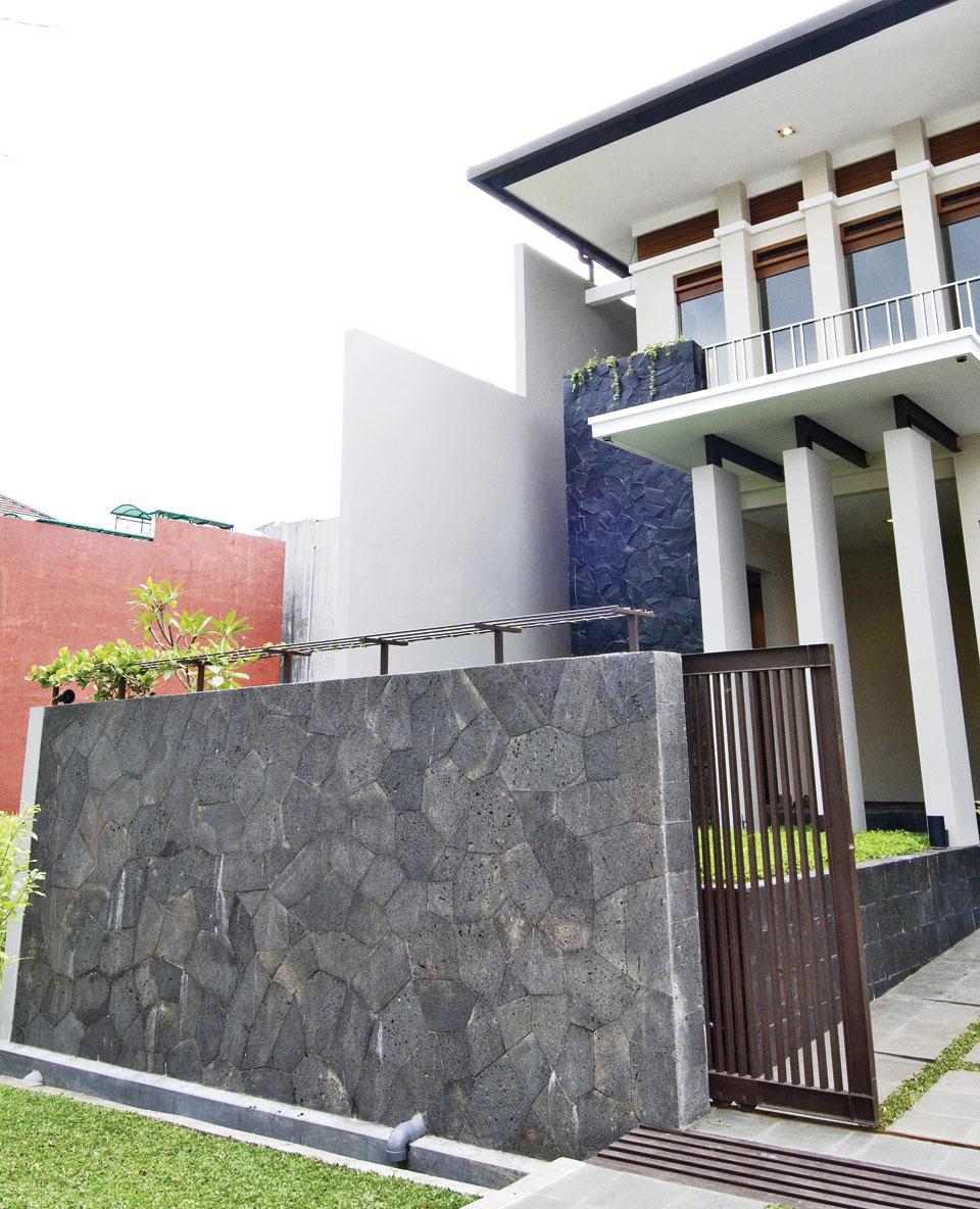 pagar batu alam pemborong bangunan