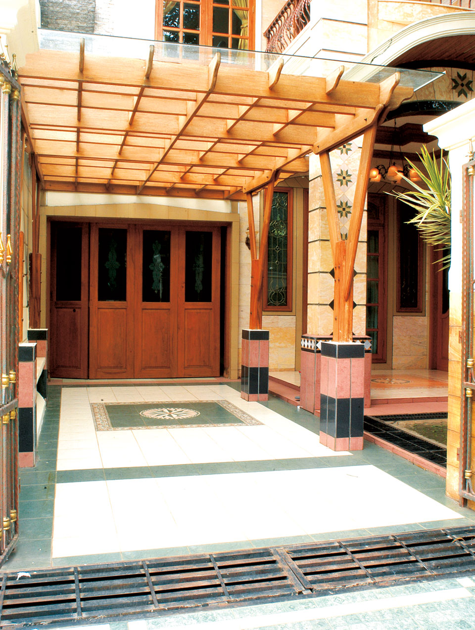 Konstruksi Carport, Kuat Lantainya, Kokoh Atapnya ...