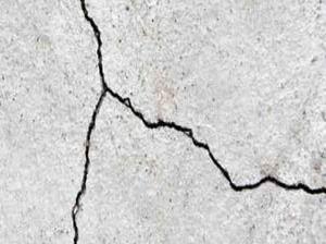 plesteran dinding rumah retak